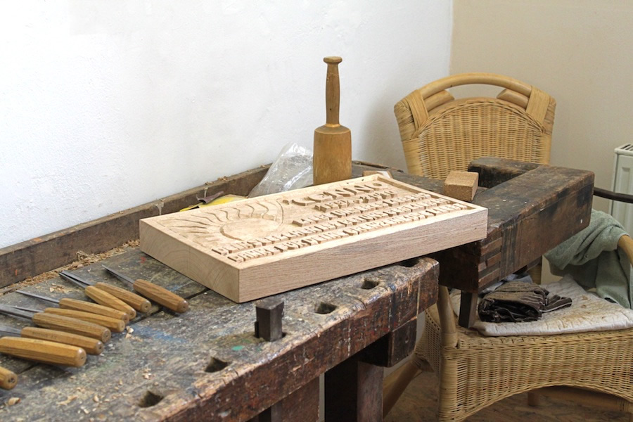 Namensschilder Holz Geschnitzt